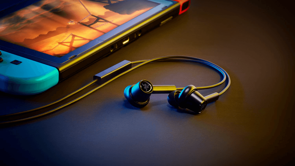 A product photo of Razer's Hammerhead Duo, a set of wired gaming earbuds.